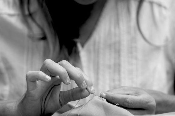 main qui coud manucure